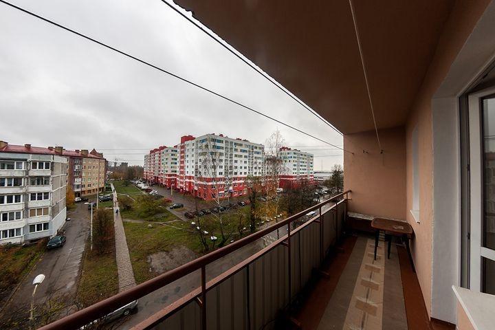 Продается четырехкомнатная квартира за 3 100 000 рублей. Калининград, Ленинградский район, Кутаисская, 2.