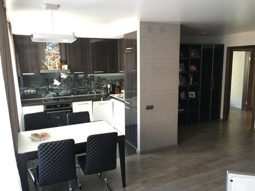 Продается двухкомнатная квартира за 4 950 000 рублей. г Красноярск, ул Менжинского, д 10Ж.