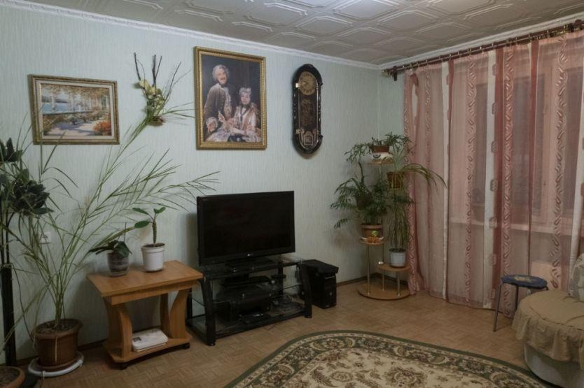 Продается трехкомнатная квартира за 4 860 000 рублей. Сургут, Чехова, 5/1.