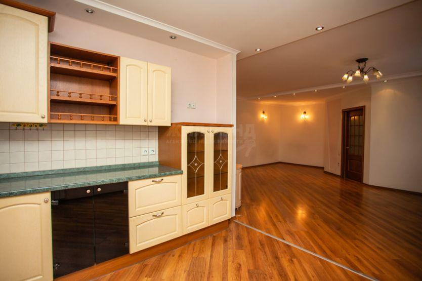 Продается трехкомнатная квартира за 4 680 000 рублей. Барнаул, Железнодорожный район, Ленина проспект, 127а.