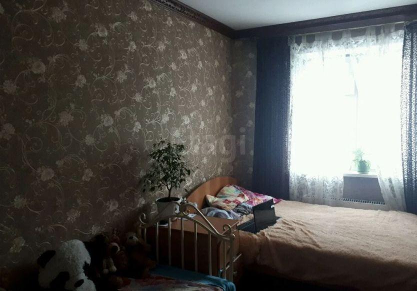 Продается трехкомнатная квартира за 2 450 000 рублей. Кемеровская область, Прокопьевск,  район, Союзная, 27.