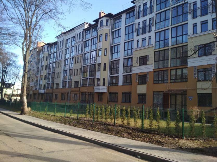 Продается четырехкомнатная квартира за 6 300 000 рублей. Калининград, Центральный район, Спортивная, 62.