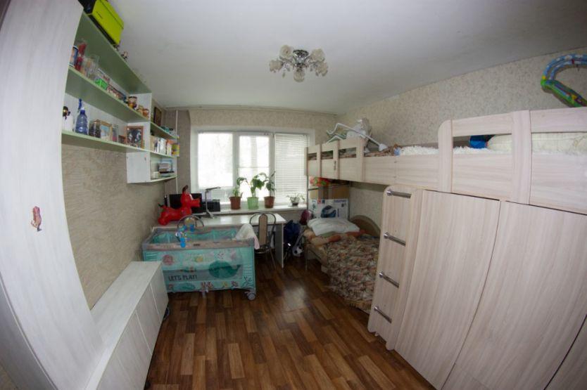 Продается двухкомнатная квартира за 2 300 000 рублей. Нижний Новгород, Автозаводский район, Старых Производственников, 4.