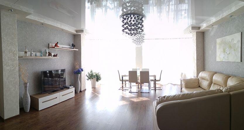Продается трехкомнатная квартира за 10 600 000 рублей. Екатеринбург, Ленинский район, Чкалова, 124.