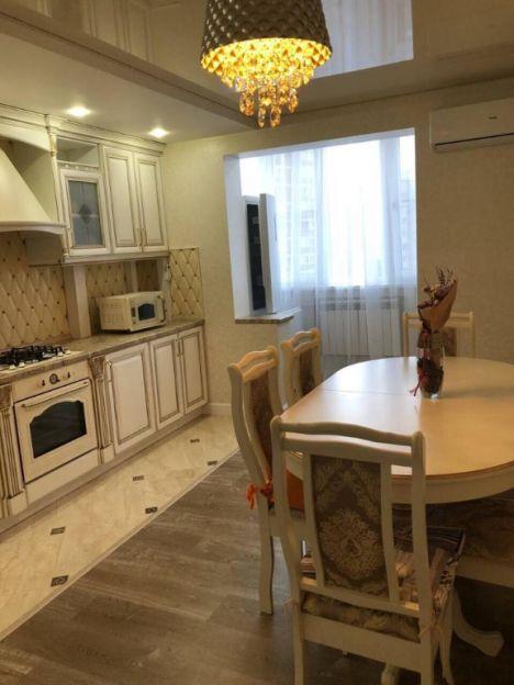 Продается трехкомнатная квартира за 6 450 000 рублей. г Краснодар, Платановый б-р, д 12.