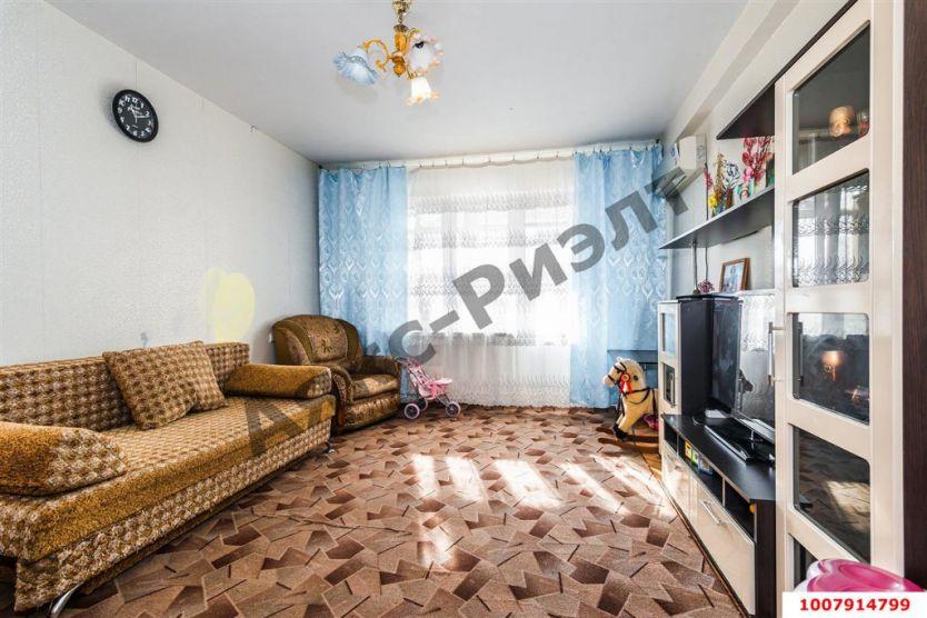 Продается двухкомнатная квартира за 2 730 000 рублей. Краснодар, Прикубанский, им 40-летия Победы, 43.
