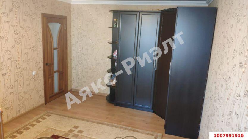 Продается двухкомнатная квартира за 5 100 000 рублей. Краснодар, Прикубанский, им Атарбекова, 5.