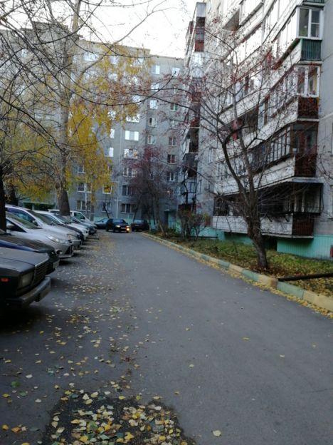Продается четырехкомнатная квартира за 2 700 000 рублей. Челябинск, Курчатовский район, Захаренко, 1а.