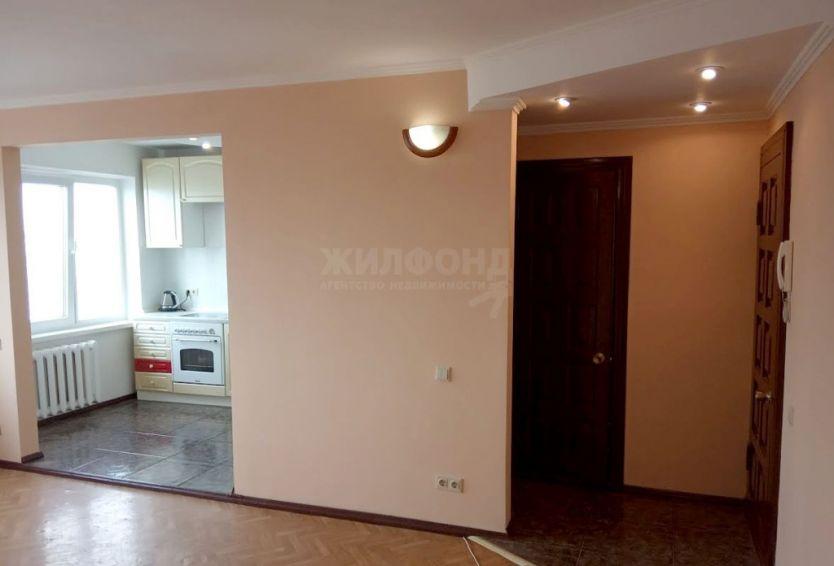 Продается трехкомнатная квартира за 3 900 000 рублей. г Новосибирск, ул 9-й Гвардейской Дивизии, д 26.