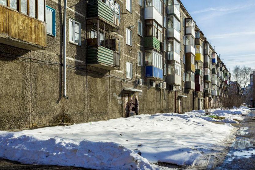 Продается трехкомнатная квартира за 1 700 000 рублей. Новокузнецк, Заводской район, Мориса Тореза, 42.