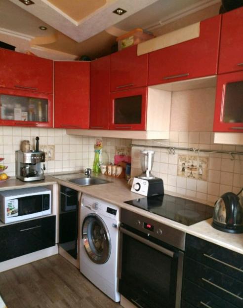 Продается двухкомнатная квартира за 2 400 000 рублей. Барнаул, Индустриальный район, Малахова, 116.