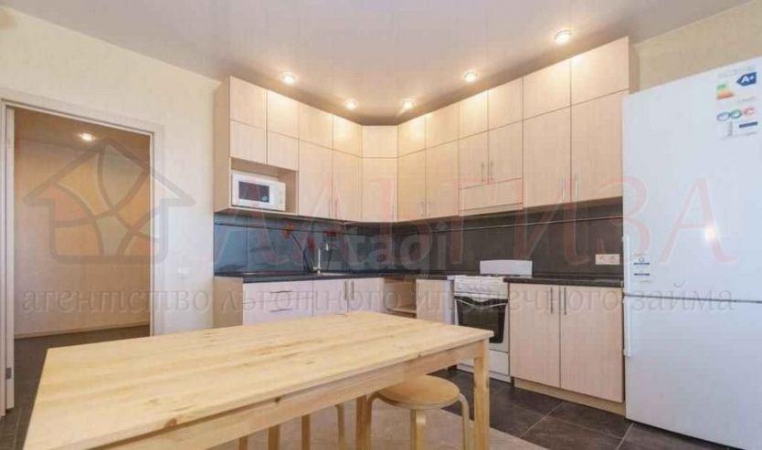 Продается двухкомнатная квартира за 4 870 000 рублей. Новосибирск, Дзержинский район, Есенина, 67.