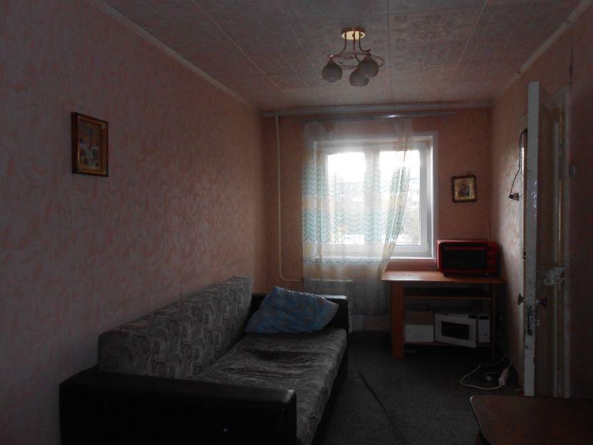 Продается двухкомнатная квартира за 1 870 000 рублей. Красноярск, Кировский район, Кутузова, 27.