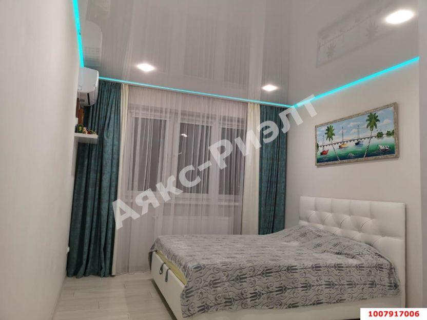 Продается двухкомнатная квартира за 5 100 000 рублей. Краснодар, Прикубанский, Российская, 72/4.