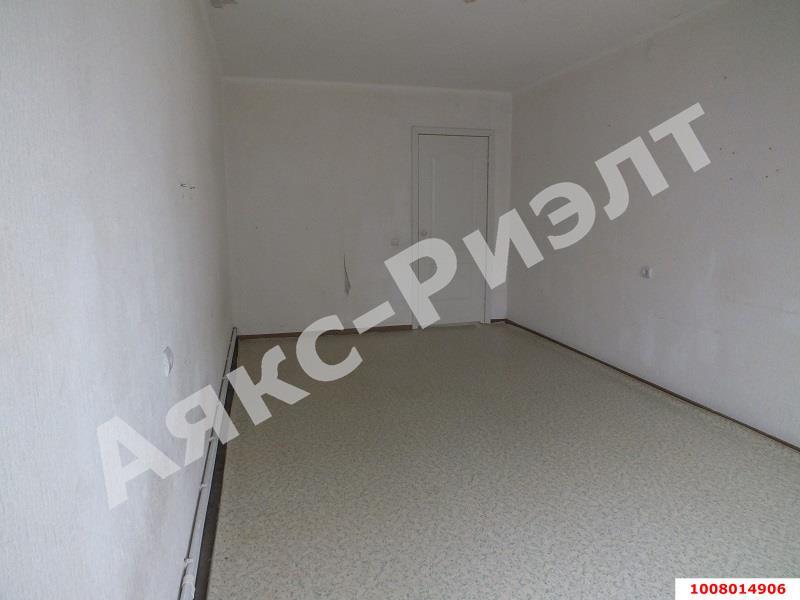 Продается двухкомнатная квартира за 2 200 000 рублей. Краснодар, Прикубанский, Душистая, 71.