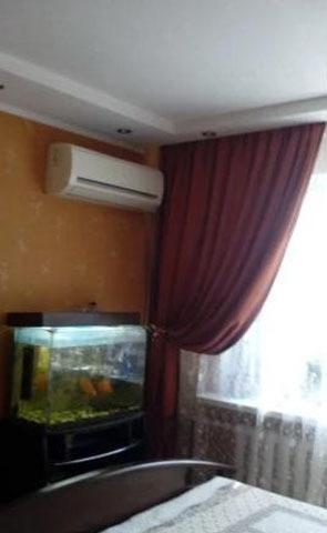 Продается четырехкомнатная квартира за 2 600 000 рублей. Ростовская область, Батайск, Луначарского.