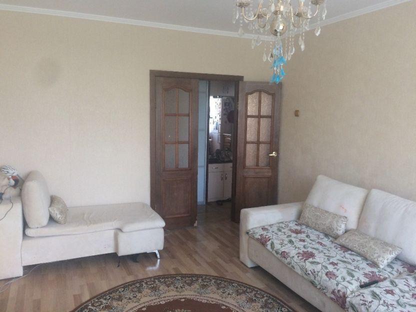 Продается двухкомнатная квартира за 3 250 000 рублей. Новосибирск, Октябрьский район, Лазурная, 4.