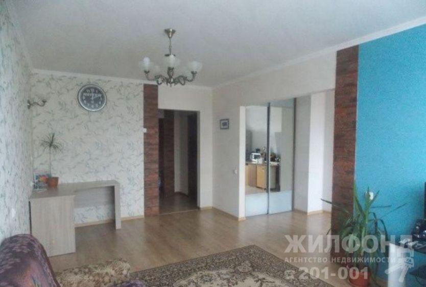 Продается трехкомнатная квартира за 4 000 000 рублей. Барнаул, Индустриальный район, Малахова, 148.