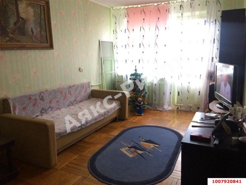 Продается двухкомнатная квартира за 2 200 000 рублей. Краснодар, Карасунский, им Игнатова, 51.