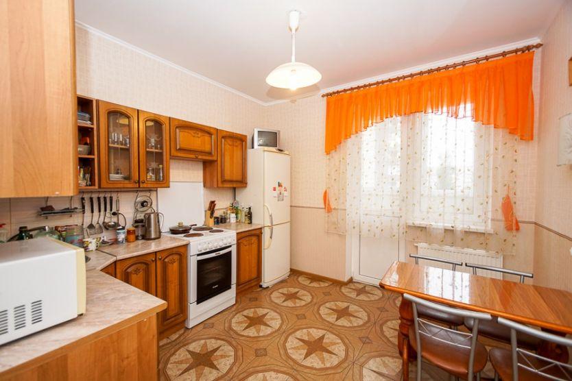 Продается двухкомнатная квартира за 4 200 000 рублей. Краснодар, Прикубанский, Российская, 72.
