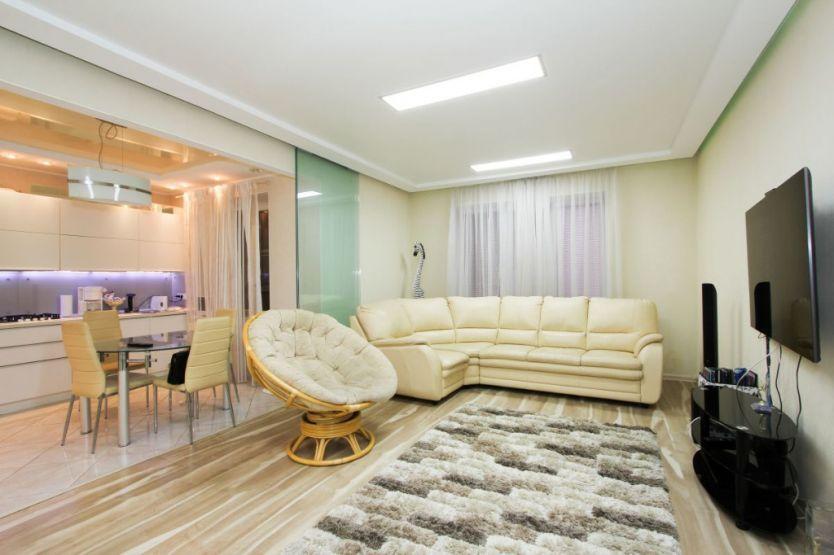 Продается двухкомнатная квартира за 6 200 000 рублей. Калининград, Ленинградский район, Юбилейная, 6.