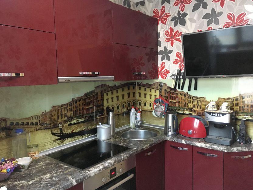 Продается четырехкомнатная квартира за 2 500 000 рублей. г Барнаул, ул Гущина, д 199.