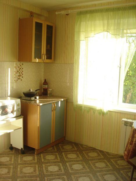 Продается двухкомнатная квартира за 2 750 000 рублей. Красноярск, Свердловский район, Побежимова, 15.