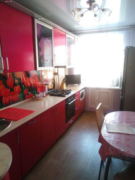 Продается трехкомнатная квартира за 2 850 000 рублей. Омск, Ленинский район, Станционная 6-я, 39.