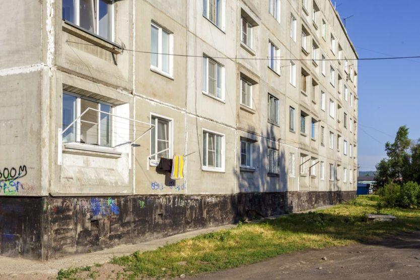 Продается трехкомнатная квартира за 1 710 000 рублей. Новокузнецк, Тобольская, 3.