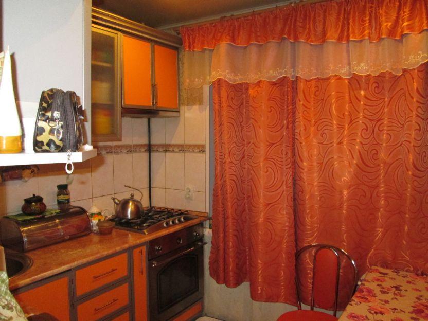 Продается трехкомнатная квартира за 2 350 000 рублей. Курск, Карла Маркса, 65а.