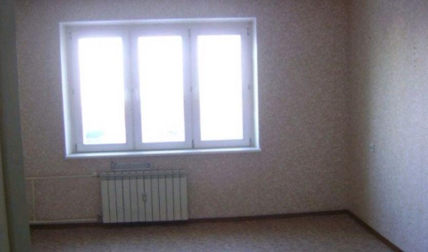 Продается трехкомнатная квартира за 2 950 000 рублей. Омск, Центральный район, Омская, 132.