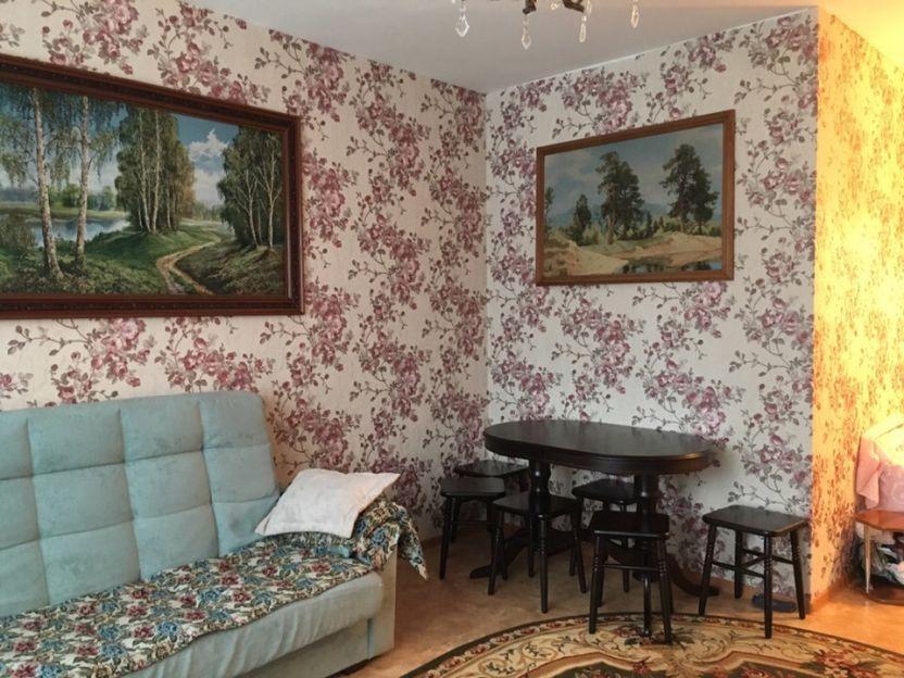 Продается двухкомнатная квартира за 3 000 000 рублей. Красноярск, Свердловский район, Ярыгинская набережная, 13а.
