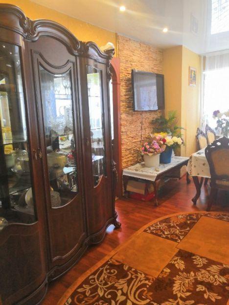 Продается трехкомнатная квартира за 5 460 000 рублей. Сургут, Дзержинского, 10.