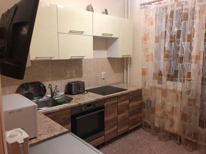 Продается двухкомнатная квартира за 2 450 000 рублей. Челябинск, Центральный район, Академика Сахарова, 30.