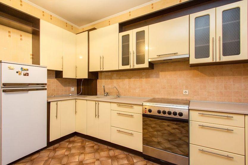 Продается двухкомнатная квартира за 3 600 000 рублей. Калининград, Центральный район, Докука, 11.