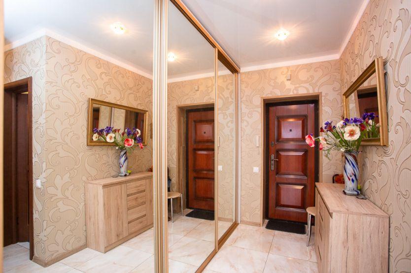 Продается двухкомнатная квартира за 4 800 000 рублей. Калининград, Центральный район, Добролюбова, 37.
