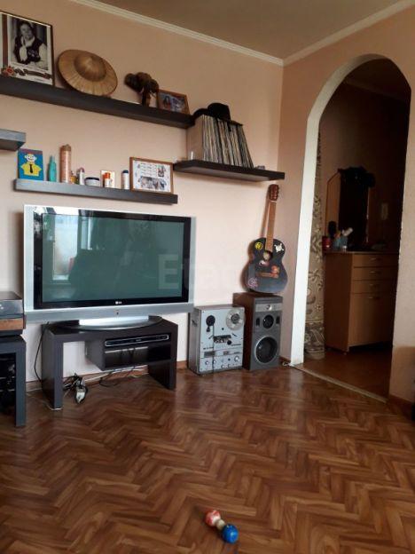 Продается двухкомнатная квартира за 2 050 000 рублей. Кемерово, Ленинский район, Ленинградский проспект, 7а.