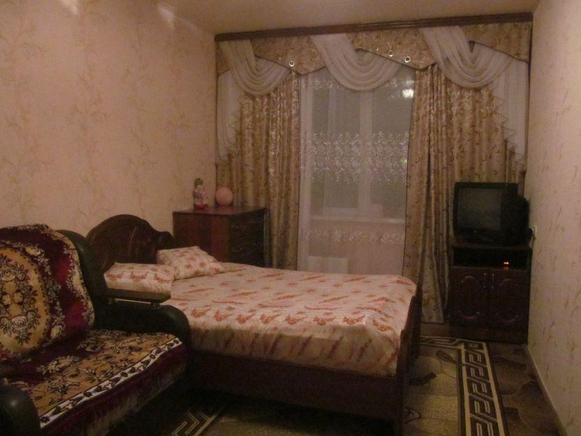 Продается двухкомнатная квартира за 2 500 000 рублей. Красноярск, Кировский район, Коммунальная, 8.