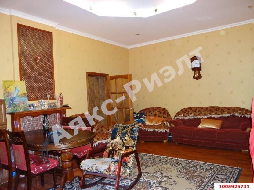 Продается двухкомнатная квартира за 4 000 000 рублей. Краснодар, Западный, Красная, 79.