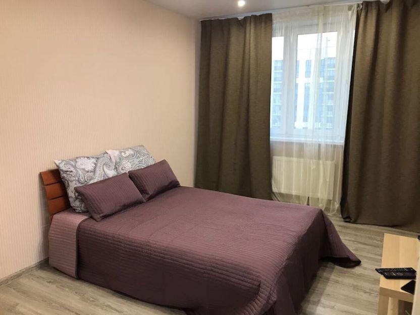 Продается двухкомнатная квартира за 1 800 000 рублей. г Краснодар, ул им Байбакова Н.К., д 4.
