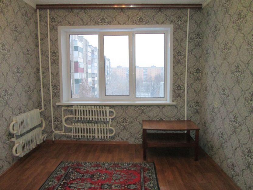 Продается трехкомнатная квартира за 2 250 000 рублей. Курск, Дружбы проспект, 10.
