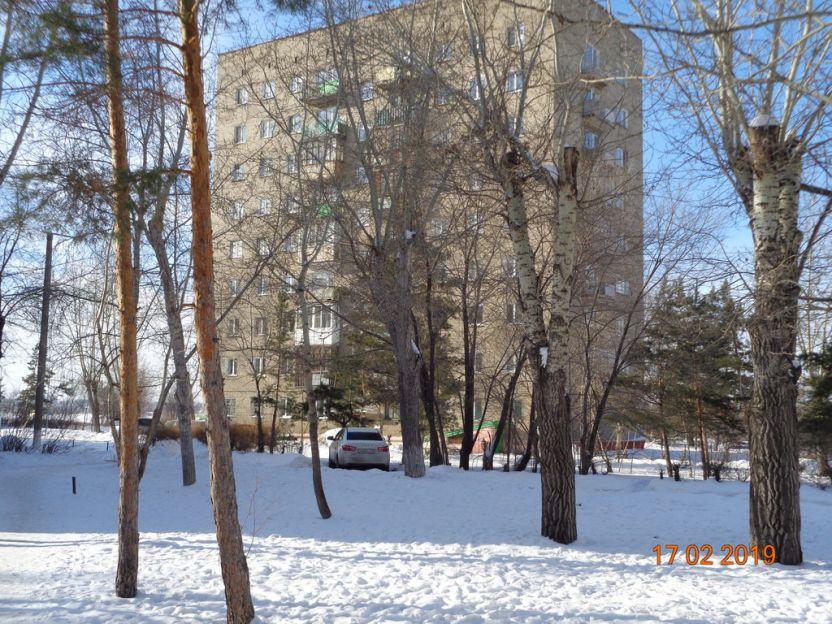 Продается трехкомнатная квартира за 3 500 000 рублей. Омск, Ленинский район, Иртышская Набережная, 38.